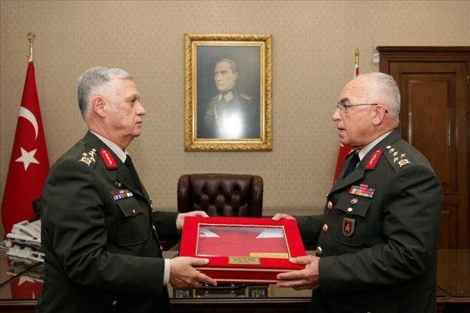 Kara Kuvvetleri Komutanlığı'nda 'devir- teslim' töreni
