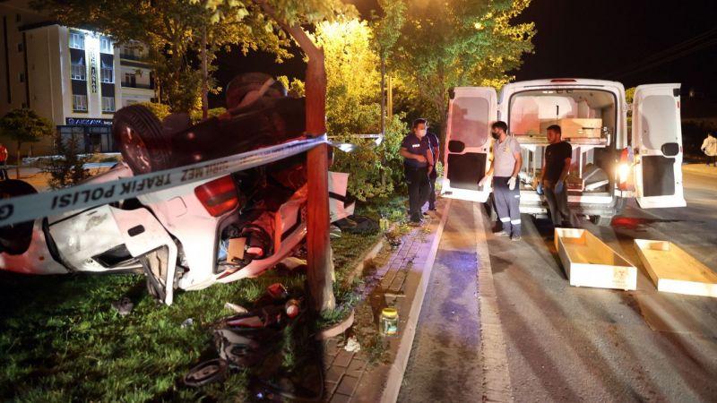 Konya'da refüje çarpan otomobildeki 1 kişi öldü, 2 kişi yaralandı