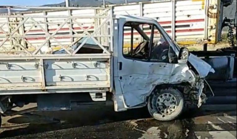 Konya'da feci kaza! Kamyonet ile otomobil çarpıştı
