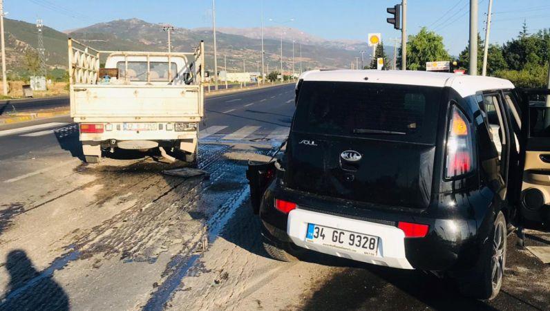 Konya'da kamyonet ile otomobilin çarpışması sonucu 8 kişi yaralandı