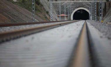 Hızlı tren hatlarına yönelik deprem erken uyarı sistemi geliştirilecek