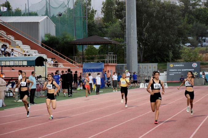 Atletizmde 16 Yaş Altı Türkiye Şampiyonası ve 18 Yaş Altı Olimpik Deneme Yarışması Mersin'de başladı