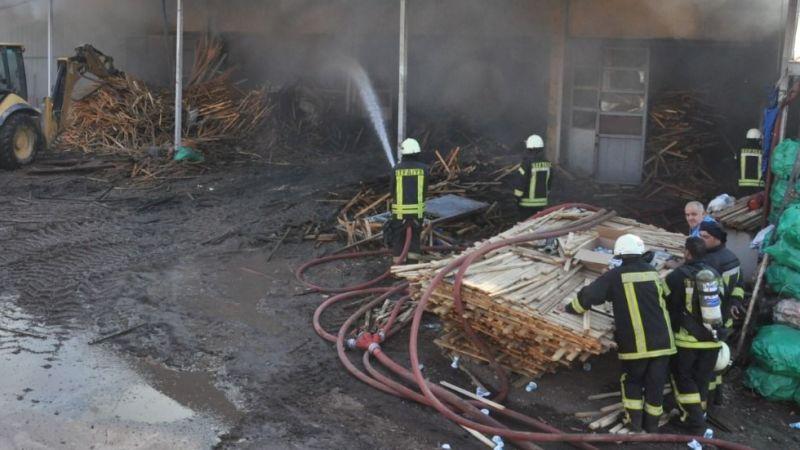 Kereste deposundaki yangın tamamen söndürüldü