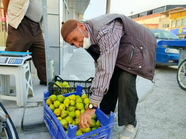 86 yaşındaki Kemal Aker çalışma azmiyle gençlere örnek oluyor