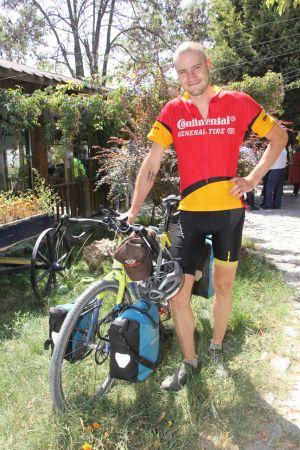 Alman vatandaşı, bisikletiyle çıktığı dünya turu yolculuğunda Beypazarı'na ulaştı