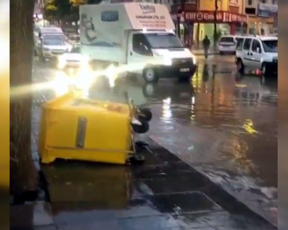 Ankara'da kuvvetli sağanak su baskınlarına neden oldu