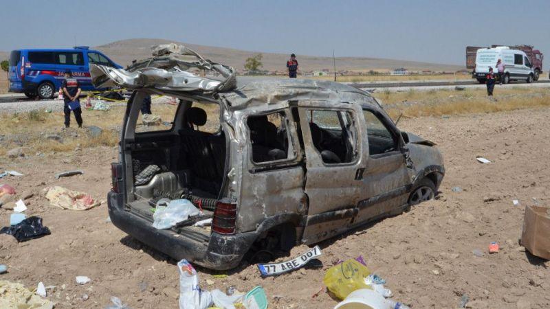 Hafif ticari araç şarampole devrildi: 1 ölü, 4 yaralı