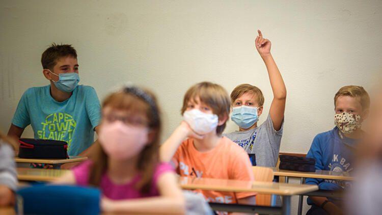 Uzmanlar yanıtlıyor: Okulların açılması riski artıracak mı?