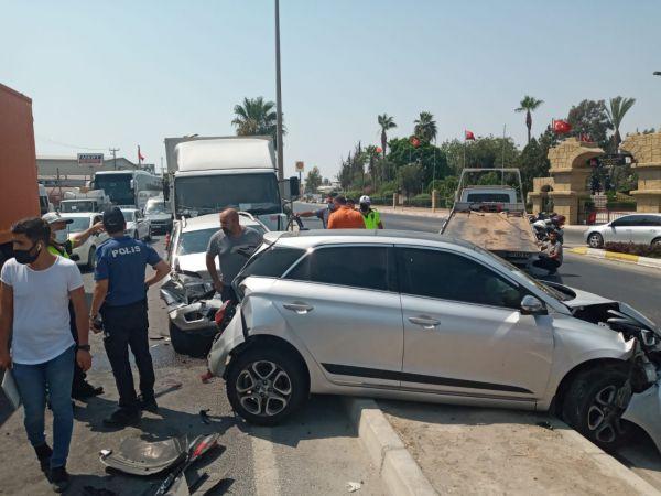 Mersin'de 6 aracın karıştığı zincirleme trafik kazasında 3 kişi yaralandı