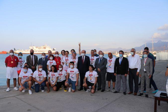 Yabancı ve milli yüzücüler, Türkiye'den KKTC'ye barış için yüzdü