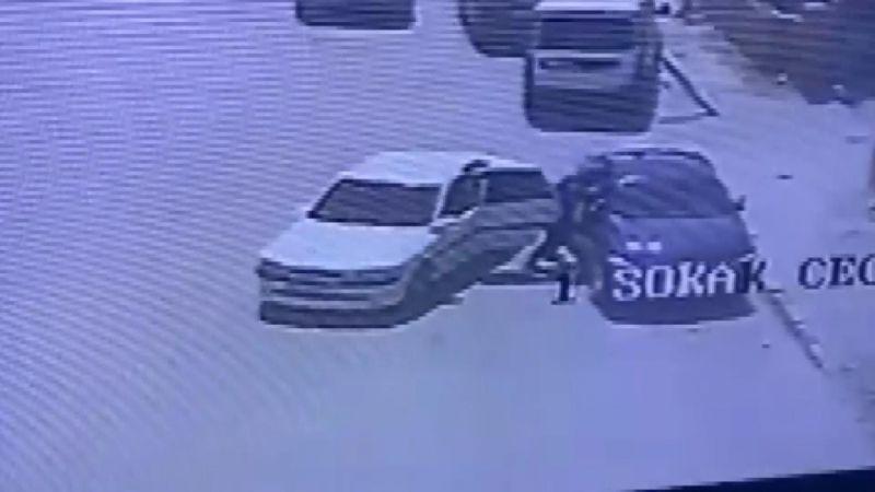 Takip ettikleri otomobilin camını kırıp, içinde 200 bin lira olan çantayı çaldılar