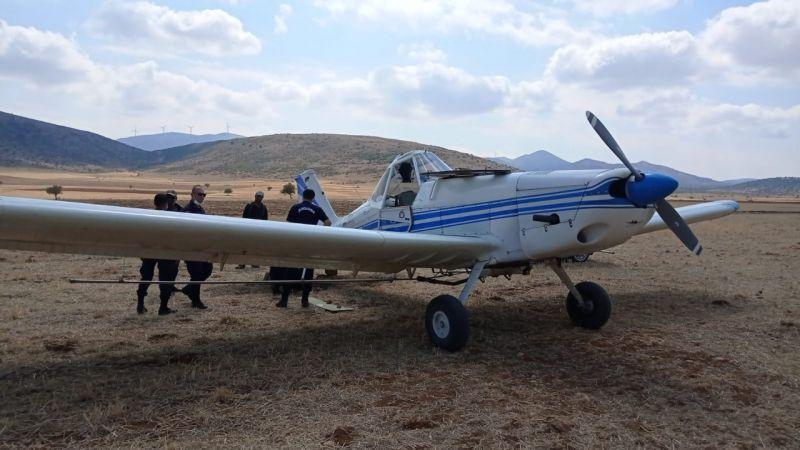 Zirai ilaçlama uçağı tarlaya zorunlu iniş yaptı