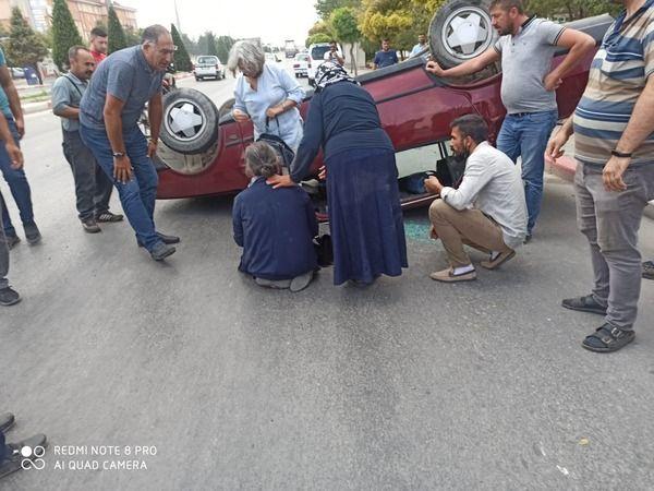 Karaman'da Kaza! Karşı Şeride Geçip Takla Attı