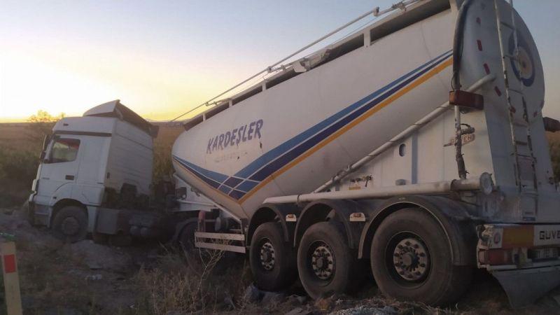 Karapınar'da tır minibüse arkadan çarptı: 6 yaralı