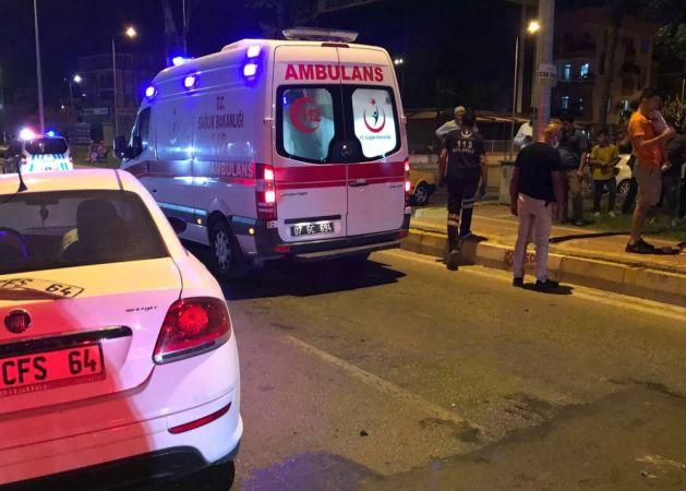 Antalya'da otomobil refüje çıktı: 2 yaralı