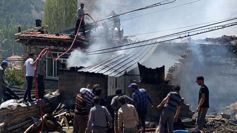 Köyde evi tamamen yanan Mustafa Emir yardım bekliyor
