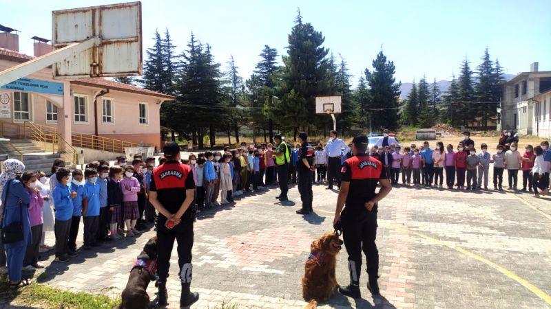 Konya'da 560 jandarma personeli aynı anda 630 okulda güvenlik çalışması yaptı