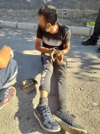 Polise bıçak çekti, bacağından vurularak etkisiz hale getirildi
