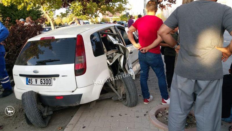Karaman'da feci kaza! Otomobil hurdaya döndü