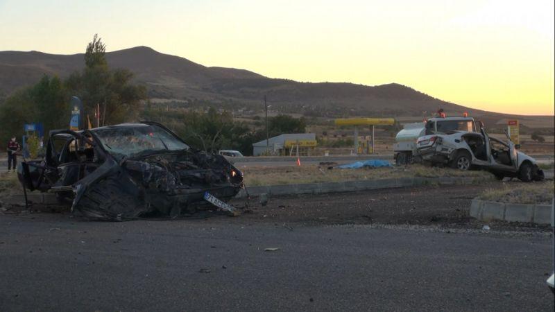 Feci kaza! İki otomobil çarpıştı 6 kişi öldü
