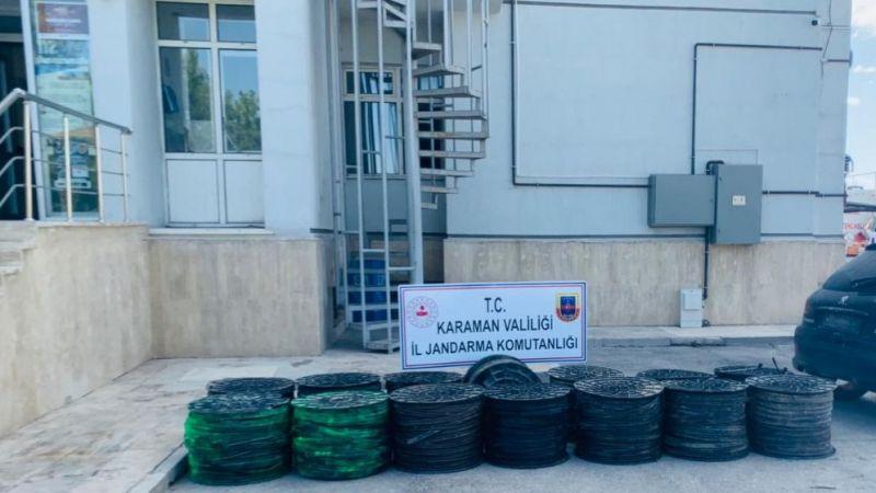 Tarlada bulunan 14 top damlama hortumunu çalan hırsızlar yakalandı
