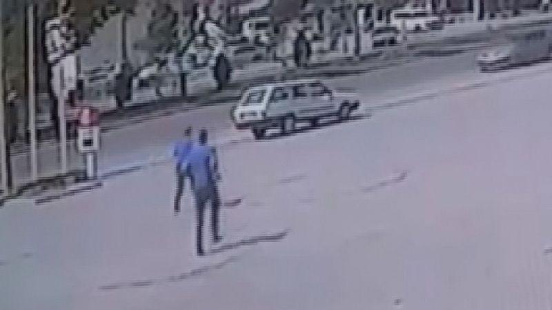 Mazgal demiri çalarken fark edildi, kaçarken polis aracına çarptı