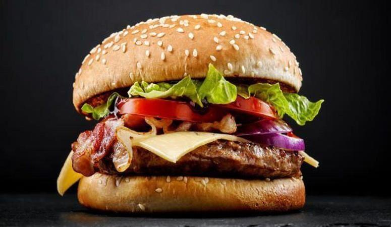 Hamburgerden insan parmağı çıktı!