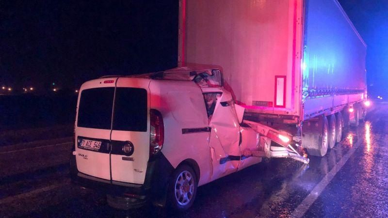 Konya'da hafif ticari araç, TIR'a çarptı: 1 ölü