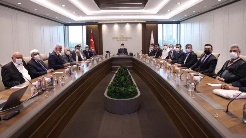 Hotamış Türkmenleri Bakan Kurum'u ziyaret etti