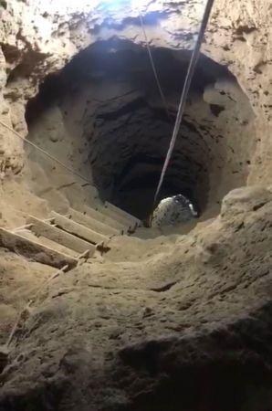 Evde kaçak kazı; 13 metre derine inmişler