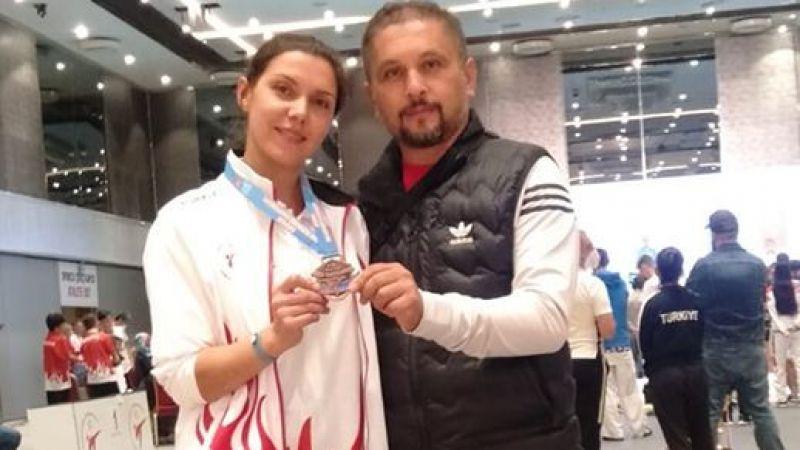 Edebiyat Öğretmeni Emine Altun'dan bronz madalya