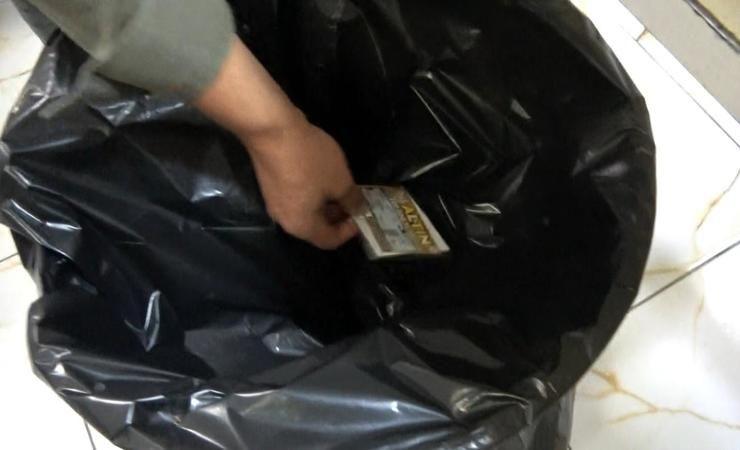 Şans oyunundan kazandığı 200 bin TL'lik kartı çöpe attı