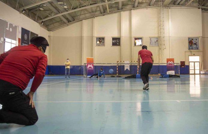 Görme engelliler ile belediye personeli, farkındalık için maç yaptı
