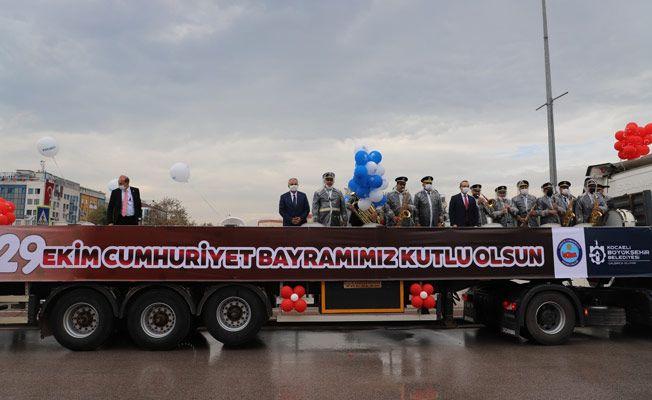 29 Ekim coşkusu Kocaeli caddelerine taşındı