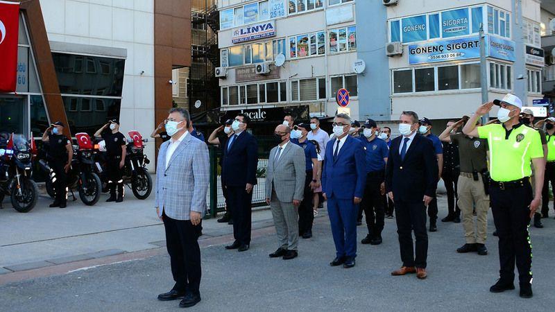 Polis Ekipleri, İstiklal Marşı'nı Söyledi! Kocaeli Emniyeti de 'Korkma' Dedi...