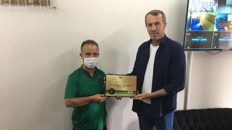 Fatma Hürriyet, Saffet Sancaklı'yı Kocaeli'de Yakalamışken Hediye Verdi!