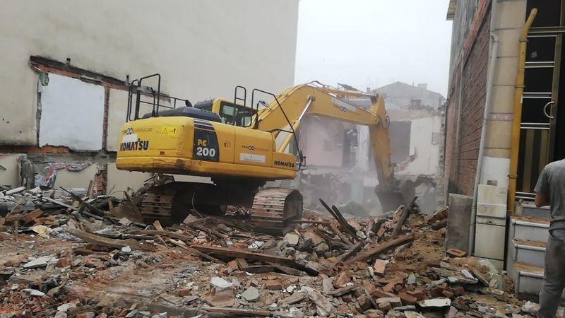 Bir Metruk Bina Daha Yıkıldı! Tehlike Saçıyordu...