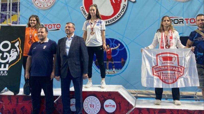 Kaldırdılar dünyayı dertlerinin yerine! Halterciler Türkiye şampiyonu oldu
