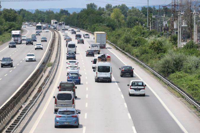 Son Dakika Yol Durumu: Bayram Tatili Dönüş Trafik Çilesi Başladı! Saatlerdir Yolda Kalanlar Var: Küçük Kazalarda Durmuyorlar Bile! Vuran Yola Devam Ediyor
