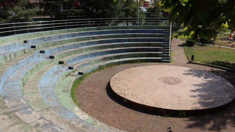 İzmit Yuvam Akarca Demokrasi Parkı'na Yeni Amfi Tiyatro Yapılıyor