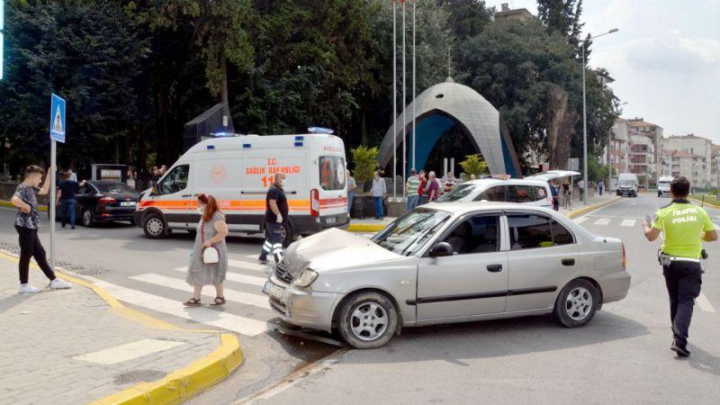 Karamürsel'de İki Otomobil Birbirine Girdi! Ortalık Savaş Alanına Döndü, Neler Oluyor?