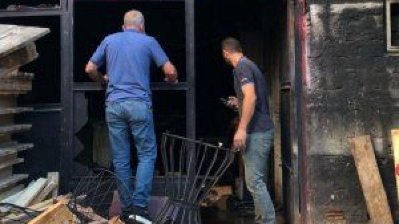 İzmit'te Depo Alevlere Teslim Oldu! Yangını Söndürmek İsterken Az Daha Canından Oluyordu