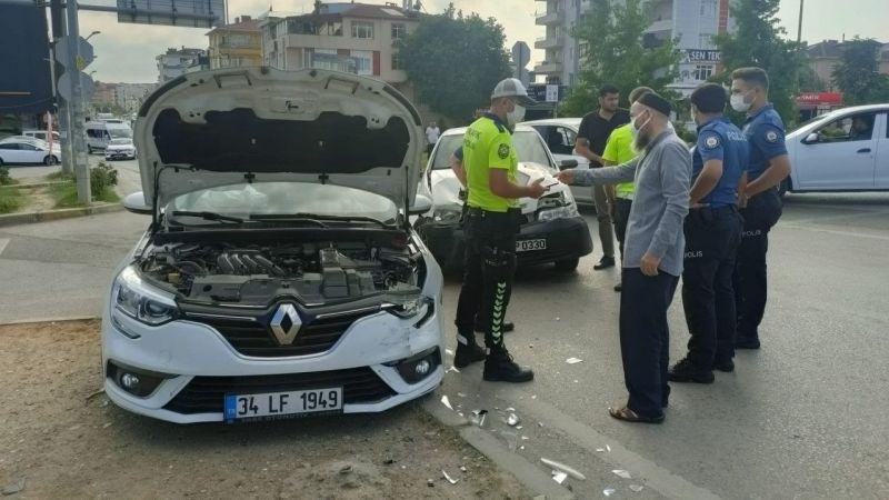 Gebze'de İki Otomobil Kafa Kafaya Çarpıştı! Ortalık Savaş Alanına Döndü...