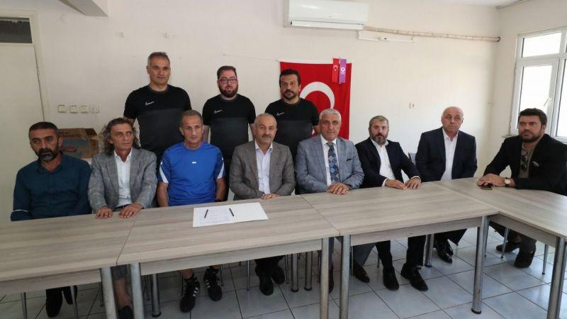 Gebzespor'da İmza Şov! Zinnur Büyükgöz Takımı Yalnız Bırakmadı...