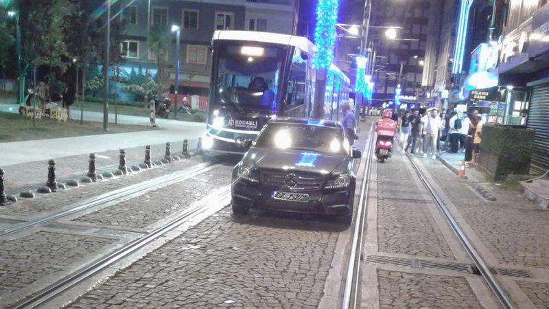 Tramvay Yoluna Park Etmek Yasak Ama Durum Bu!
