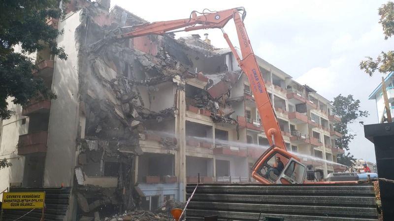 İzmit Kentsel Dönüşüyor: Fuar Apartmanı da Yıkılıyor!