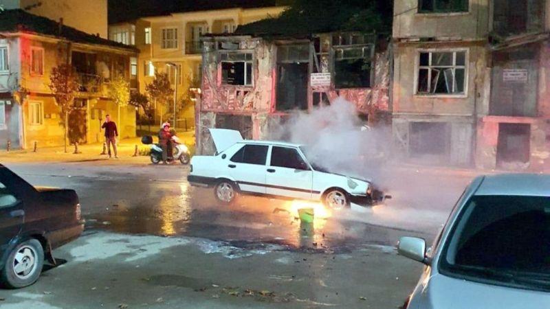 Seyir Halindeki Otomobil Alev Topuna Döndü: Karamürsel'de Alevler Geceyi Aydınlattı