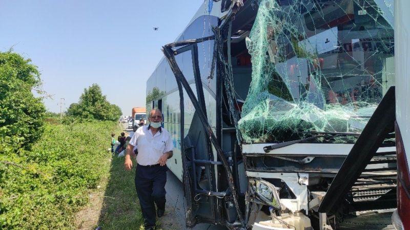TEM Otoyolu'nda iki yolcu otobüsü çarpıştı: 4 yaralı