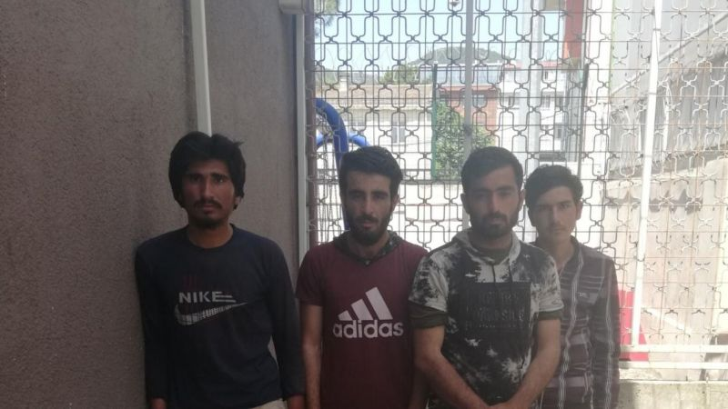 Kaçak göçmenler ticari takside yakalandı