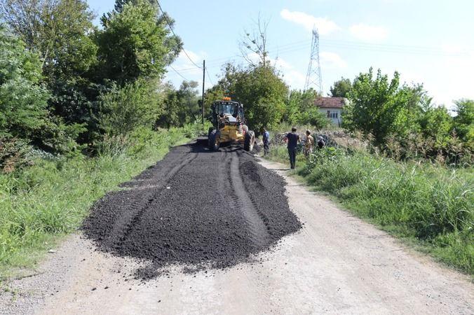İzmit Belediyesi asfalt kırıklarıyla hem yolları yeniliyor, hem de tasarruf ediyor